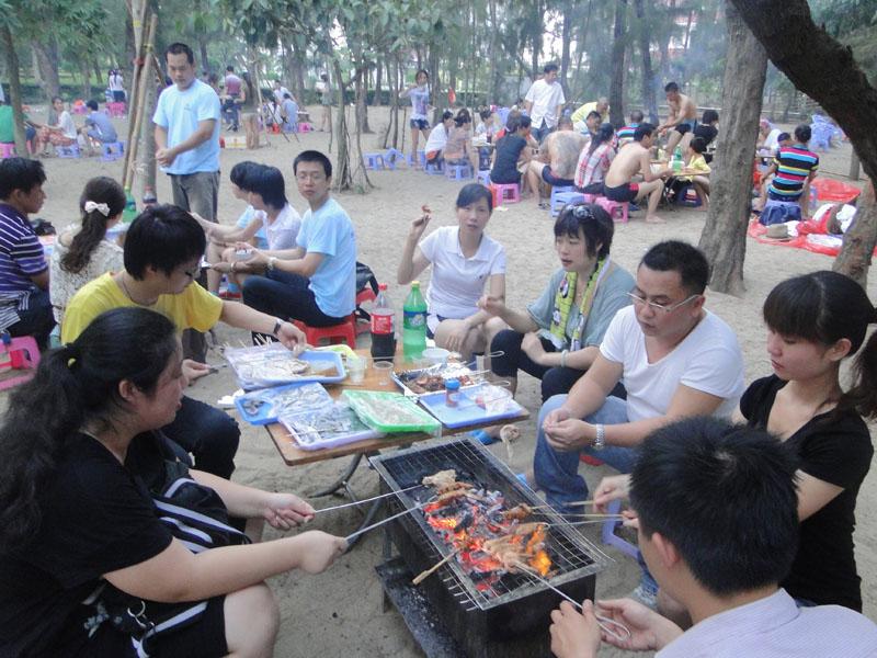 组织员工烧烤晚会